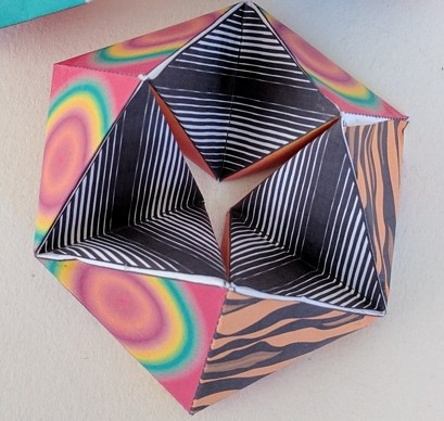 Kaleidocycle/tetrahedrons